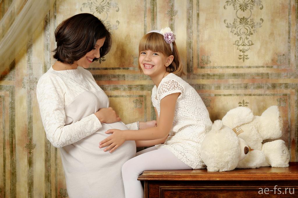 Беременная мама с дочками 131